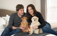 Portrait of Rob and Marisol Thomas with their dogs, Ollie and Sammy.