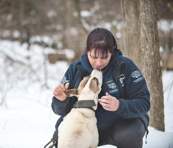 Rescuer kissing dog